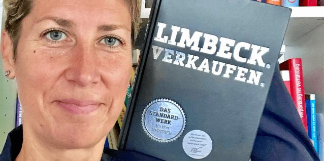 Charlotte Hager mit Buch von Martin Limbeck